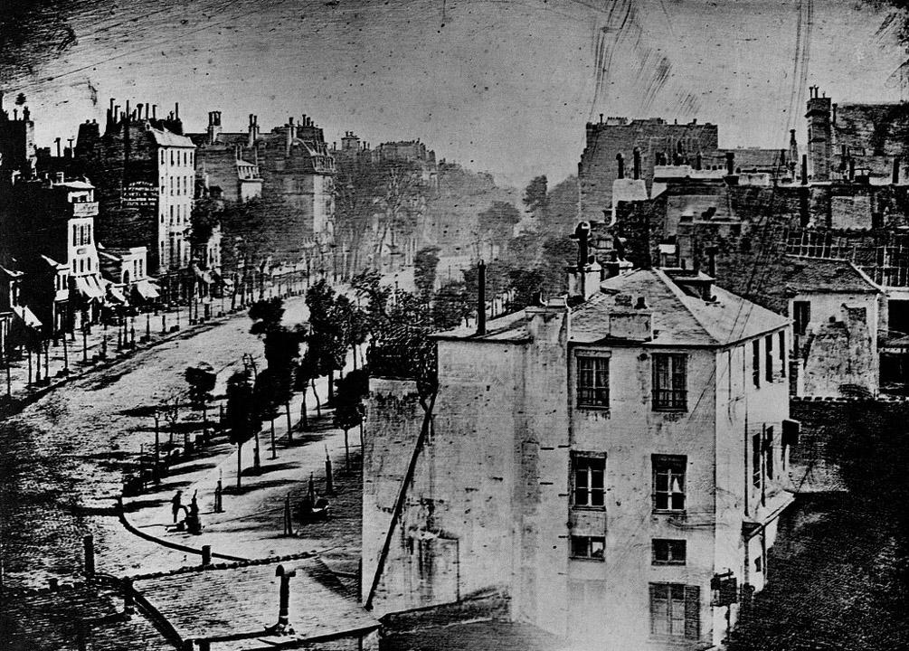 A Daguerre féle kép, a müterme ablakából a Boulevard du Temple -ről - a cipőpucolóval.